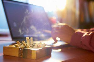 Mùi thuốc lá rất nguy hiểm và ám rất lâu trong không gian nhà bạn