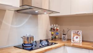 Nếu không lau chùi thường xuyên, nhà bếp sẽ là không gian gây ra nhiều mùi khó chịu